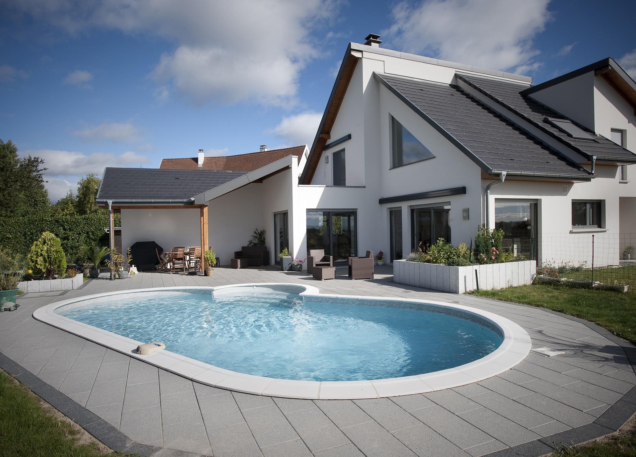 comparatif les solutions pour fermer sa piscine culture jardin. Black Bedroom Furniture Sets. Home Design Ideas