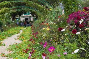 Un jardin fleuri en Normandie